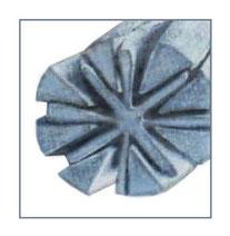Увеличенная под микроскопом нить микроволокна в разрезе.