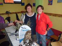 Gudrun Edner (li.) und Christa Schmidt betreuten den NABU- Stand in der Montessori-Schule