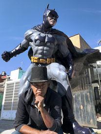 Escultura de batman tamaño real