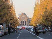 銀杏並木の向こうに見える聖徳記念絵画館