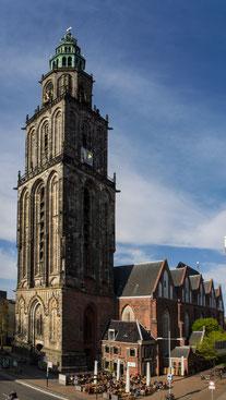 Bild: Die älteste Kirche in Groningen, die Martinikirche.