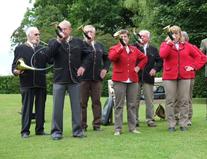 Bläsergruppe spielen ein Ständchen