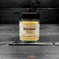 Genuss Hütte, Geräuchertes Rauchsalz, auch Hickorysalz oder Smoked Salt genannt, ist durch Räuchern oder mit Raucharoma aromatisiertes Speisesalz.