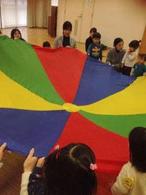 高槻-茨木子育てママのためのリトミックサークル-ピコロのパラバルーン講習会