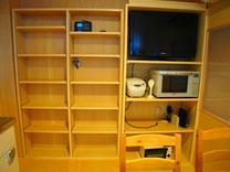 大容量のキッチン収納、TV,オーブンレンジ、トースターついてます。