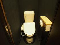 個室の温水シャワートイレ