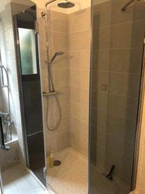 Receveur de douche d'une salle de bains réalisée par La Plomberie Française à rennes et sa périphérie (Le Rheu, Mordelles, Bruz)