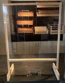 Cloison à poser avec encadrement en bois, avec verre acrylique, passe et pieds en bois, article 155 & 156, FMU GmbH, produits pour la protection de l'hygiène