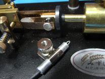 圧縮チューブを使って磁石の隙間を埋めて、槓杆を移動出来るようにした。