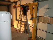 Säulendrehkran in einem Silo mit einer Hubhöhe von 40 m