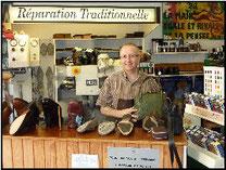 Michel dans sa boutique
