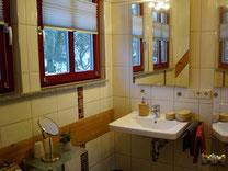 Zwei geräumige moderne Badezimmer im Ferienhaus Kaskadenschlucht - Gersfeld/Rhön.