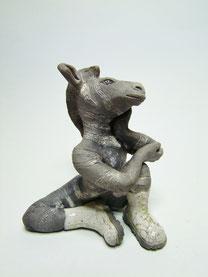 statue de zebre en raku atelier simplement terre chloe bercovici