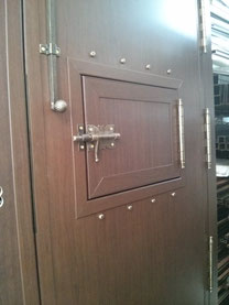 Detalle interior postigo puerta.