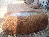 万成石自然石手水鉢