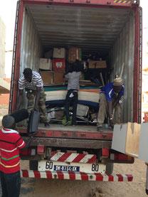 Livraison d'un container de matériel offert par le CHU