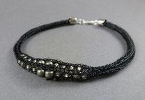 Armband aus Drahtgewebe, Perlen mittig