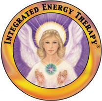 Rundes Logo von IET mit Schriftzug Integrated Energy Therapy und einem Engel in der Mitte