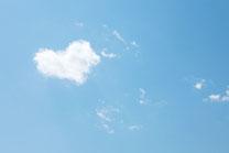 青空とちょっぴりハート雲