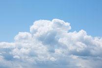 青空ともくもく雲
