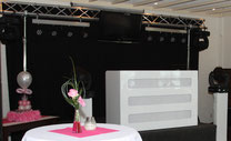 hoogglans witte drive-in show met led verlichting brabant