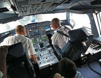 Cockpit einer Airbus A380 –dem Menschen bleibt, die Maschine zu überwachen. Eingriffsmöglichkeiten: allenfalls Zielgrößen –danach ... wenig !