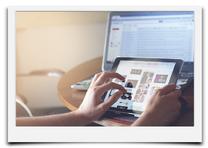 Bild mit Laptop mit Verlinkung in die Unterseite Internetseite Website.
