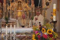 Pfarrer Raimund Arnold und Stadtpfarrer Wolfgang Häupl zelebrierten den Jubiläumsgottesdienst.