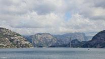 Brücke über die Einfahrt zum Lysefjord