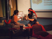 教師と生徒との合作英語劇