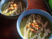 Junge Erbsencrémesuppe oder die Kartoffel-Möhre Cocoscréme-Suppe – leicht süß, leicht scharf mit etwas Ingwer...