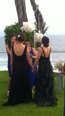 Hermosa boda de dos hermas mujeres con sus vestidos de novia negres