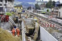 Wohin mit dem WC? Blick auf die Grossbaustelle Bahnhof Huttwil. Im Vordergrund die Rampe zur Unterführung Ost. Bild: Thomas Peter