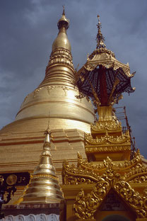 Vergoldete Stupa