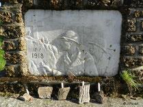Bas-relief représentant des portraits de soldats