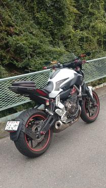 ワンオフパーツ装着のバイクの写真