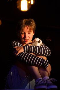 Angela Ahlheim als Tilda in Honig im Kopf am DAS DA Theater 2018