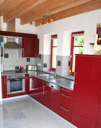 Die große Küche im Ferienhaus Kaskadenschlucht lädt zum gemeinsamen Kochen ein.