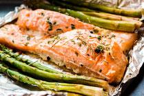 IN FORM, Geprüfte IN FORM-Rezepte, gesundes Rezept, gesunde Ernährung, gesund essen, gesundes Essen, Lachs, Spargel, Fischgericht, Spargelrezept, Lachsrezept, Fisch, Fischrezept, gesundes Mittagessen, gesundes Abendessen, Frühlingsgericht