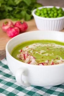 IN FORM, Geprüfte IN FORM-Rezepte, gesunde Rezepte, gesunde Ernährung, Erbsen, Suppe, Erbsensuppe, Cremesuppe, Erbsencremesuppe, Radieschen, Kräuter, vegetarisch, vegetarisches Rezept, vegetarische Suppe, vegetarisches Essen, vegetarisch kochen