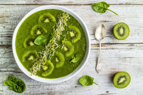 IN FORM, Rezepte, gesund, Spinat, Kiwi, Smoothie, Bowl