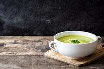 Geprüfte IN FORM-Rezepte, IN FORM, DGE, gesunde Ernährung, gesunde Rezepte, gesundes Essen, gesund abnehmen, Kochrezept, gesund kochen, gesund essen, schnelle Rezepte, einfache Rezepte, Suppe, Zucchinisuppe, Suppenrezept, vegetarische Suppe