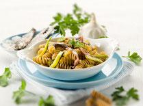 Geprüfte IN FORM-Rezepte, IN FORM, DGE, gesunde Ernährung, gesunde Rezepte, gesundes Essen, gesund abnehmen, Kochrezept, gesund kochen, gesund essen, schnelle Rezepte, einfache Rezepte, Pasta, Zucchini, Zucchini-Pasta, Pastarezept, Anchovis