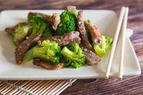 Geprüfte IN FORM-Rezepte, IN FORM, DGE, gesunde Ernährung, gesunde Rezepte, gesundes Essen, gesund abnehmen, Kochrezept, gesund kochen, gesund essen, schnelle Rezepte, einfache Rezepte, Rindfleisch, Brokkoli, Fleisch, Gemüse, gesundes Mittagessen