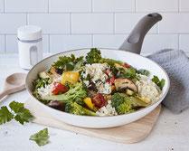 Geprüfte IN FORM-Rezepte, IN FORM, gesunde Rezepte, gesunde Ernährung, gesundes Essen, gesund essen, gesund abnehmen, abnehmen, gesund kochen, DGE, Deutsche Gesellschaft für Ernährung, Rezept, Kochrezept, kochen, Reis, Reispfanne, Gemüse, Gemüsepfanne
