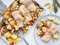Geprüfte IN FORM-Rezepte, IN FORM, gesunde Rezepte, gesunde Ernährung, gesundes Essen, gesund essen, gesund abnehmen, abnehmen, gesund kochen, DGE, Deutsche Gesellschaft für Ernährung, Rezept, Kochrezept, kochen, Lachs, Gemüse, Lachs mit Gemüse