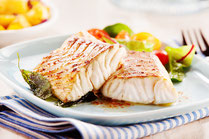 IN FORM, Geprüfte IN FORM-Rezepte, Rezept, Kochrezept, gesundes Rezept, gesundes Essen, gesund essen, gesunde Ernährung, Seelachs, Fisch, Pfannengemüse, Gemüse, gesundes Mittagessen, gesundes Abendessen, Mittagessen, Abendessen, Hauptgericht, Hauptspeise