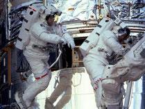 NASA/ESA, Astronauten am Hubble Weltraumteleskop