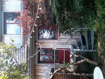 Hof mit Terrasse des Ferienhauses