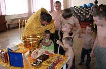 Таинство Крещения в Азовском доме-интернате 04.04.2013 г.
